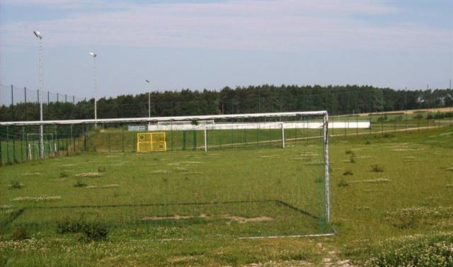 Bolzplatz und Sportplatz